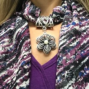 Accessories - Scarf w/Jewelry Pendant-NWOT